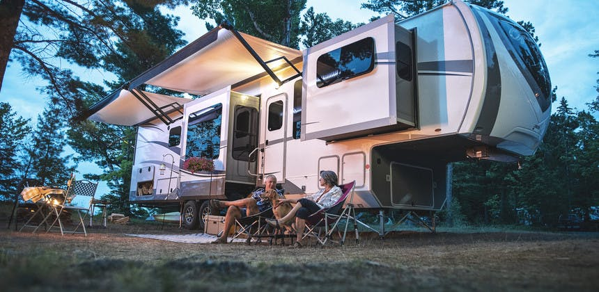 Travel Trailer vs Fifth Wheel